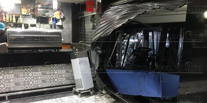 DIAPO/Accident de bus spectaculaire à Casablanca