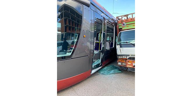 Casablanca: Un conducteur de camion irresponsable percute le tram
