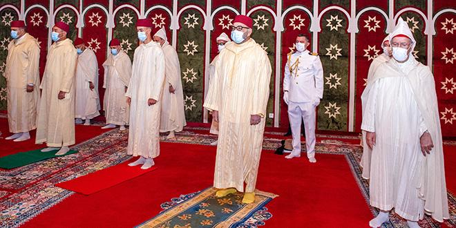 Le Roi accomplit la prière de l'Aïd Al-Adha et procède au rituel du sacrifice