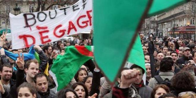 Des milliers de manifestants dans le centre d'Alger