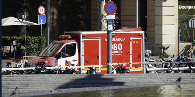 Barcelone : Deux hommes armés retranchés dans un bar