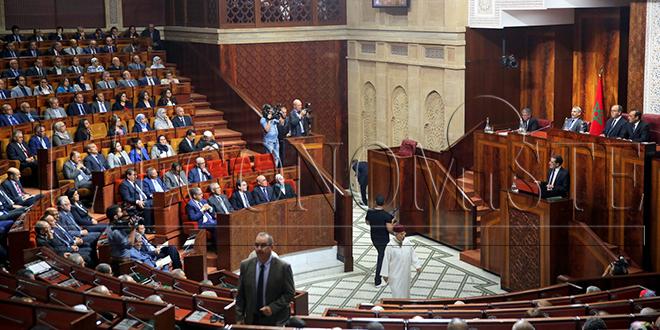 La Chambre des représentants compose ses groupes parlementaires et élit les membres de son bureau