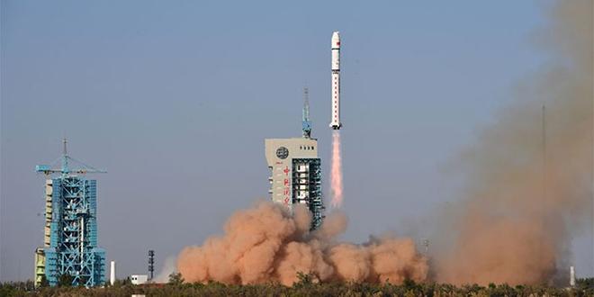 la Chine lance cinq nouveaux satellites