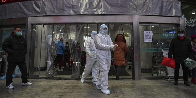 """L'OMS affirme """"encore longue"""" la voie vers la fin de la pandémie"""