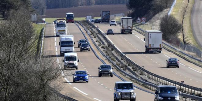 France : un petit avion s'écrase sur une autoroute, deux morts