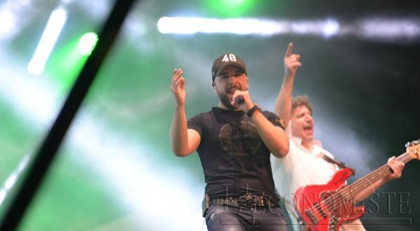 "Diapo / ""Chekhate"", Douzi et Willy enflamment le festival d'Ifrane"
