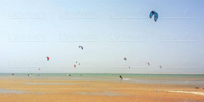 Les patrons font du business en jouant au kitesurf