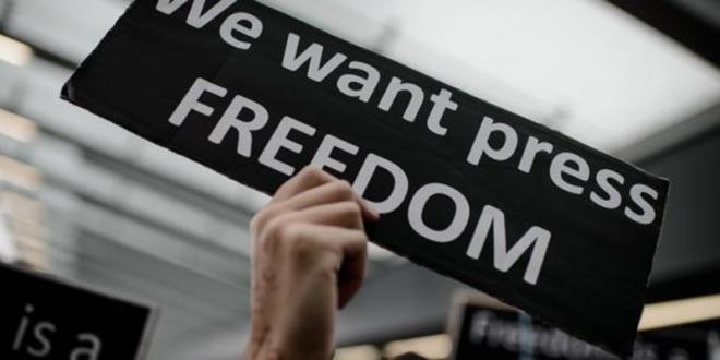 Algérie: Un journaliste poursuivi pour un écrit sur Facebook en liberté provisoire
