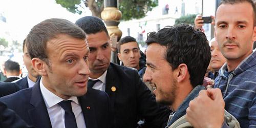 Macron agacé en Algérie