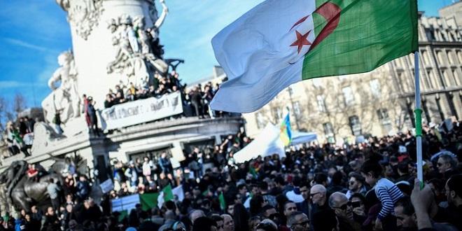 Paris : Des centaines d'Algériens manifestent contre un 5e mandat de Bouteflika