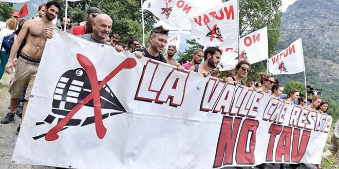 """Les italiens défilent contre la """"LGV avec Lyon"""""""