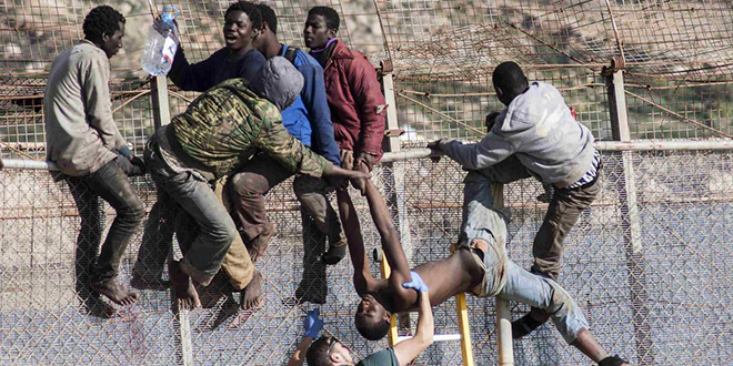 Sebta: Les forces de sécurité empêchent l'entrée de 400 migrants