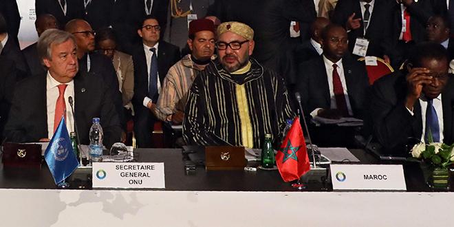 Le Roi reçoit le président angolais