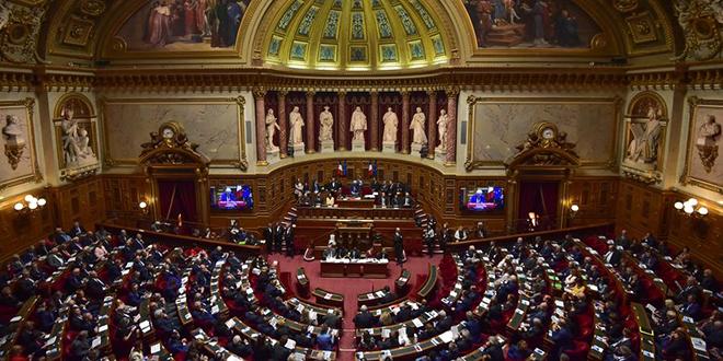Gilets jaunes: le parlement français approuve les mesures d'urgence