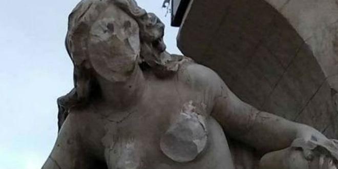 Algérie: un islamiste vandalise une statue emblématique