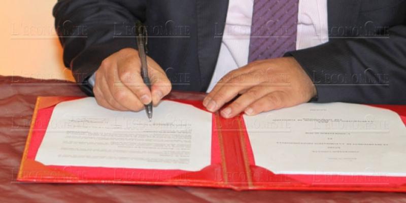 Rédaction d'actes: Le match notaire, avocat et adoul