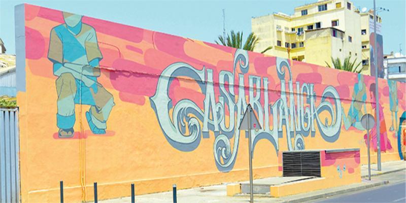 Casamouja orne les murs de la ville blanche