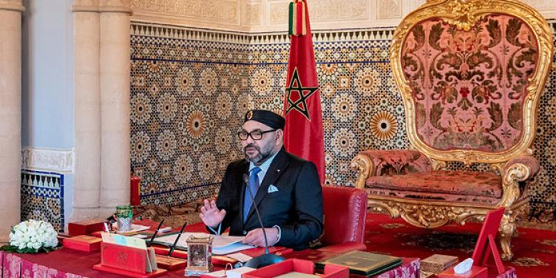 Le Roi préside un Conseil des ministres