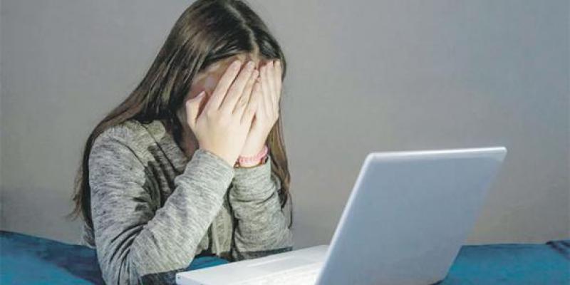 Cyberharcèlement des femmes: Victimes et pourtant jugées coupables!