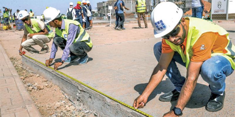 Des étudiants construisent des maisons vertes à Benguerir