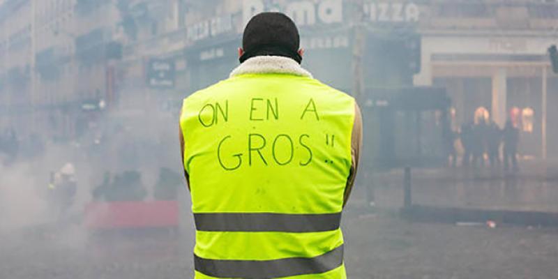 Gilets jaunes : 31.000 manifestants en France, 700 interpellations à la mi-journée