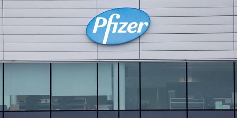 Le Royaume-Uni justifie sa position d'autoriser le vaccin de Pfizer
