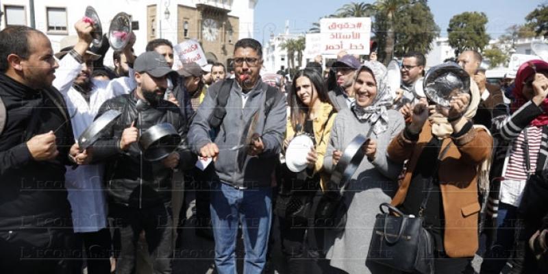 Enseignants grévistes: Le gouvernement passe aux sanctions