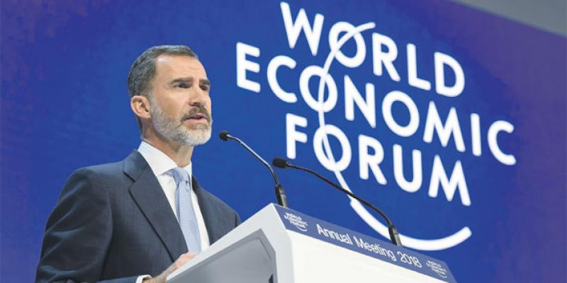 Forum de Davos: Le roi d'Espagne défend l'image de son pays