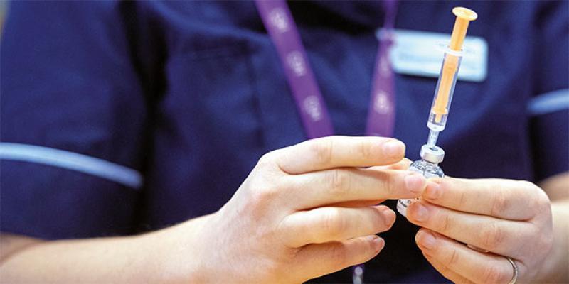 Vaccins: L'Agence européenne des médicaments sollicitée pour autoriser AstraZeneca