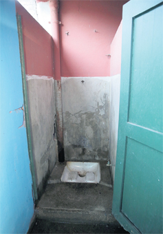 toilette_ecole_publique_002.jpg