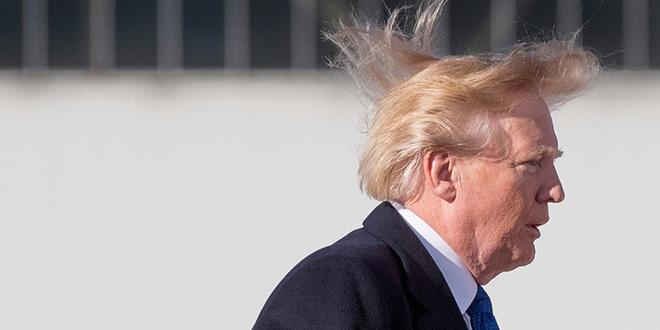 Trump rit de tout même de sa calvitie