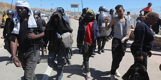 Sebta: Les forces de sécurité marocaines déjouent une tentative d'entrée de 300 migrants
