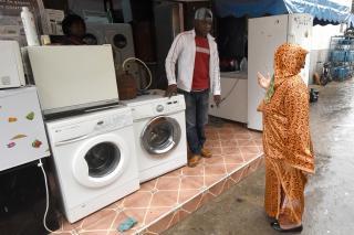 Cartes de séjour : les espoirs naissants de migrants et réfugiés africains