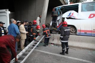 Encore une tragédie. Un car s'encastre dans un pilier de l'autoroute urbaine de Casablanca